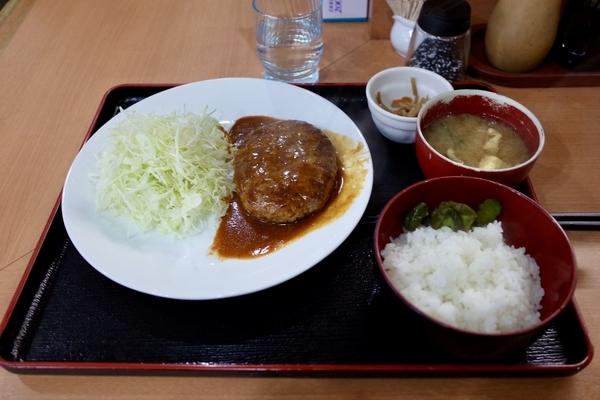 ハンバーグ定食(600円)