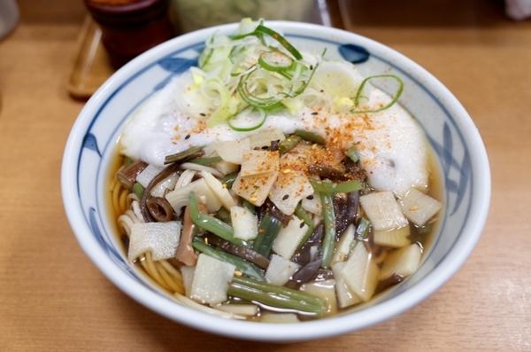 とろろそば(460円)+山菜(80円)+大盛(80円)