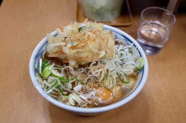 かき揚げ玉子そば(520円)+大盛(80円)