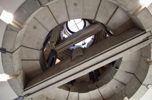 正面中央の天井