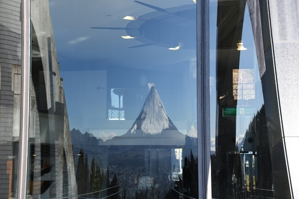 ガラスに写った富士山