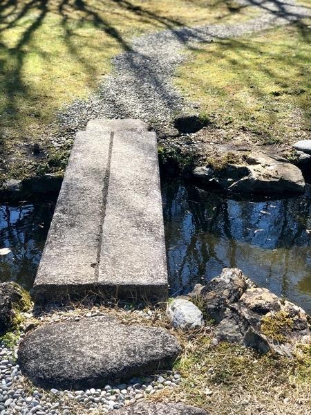 庭園の池の橋