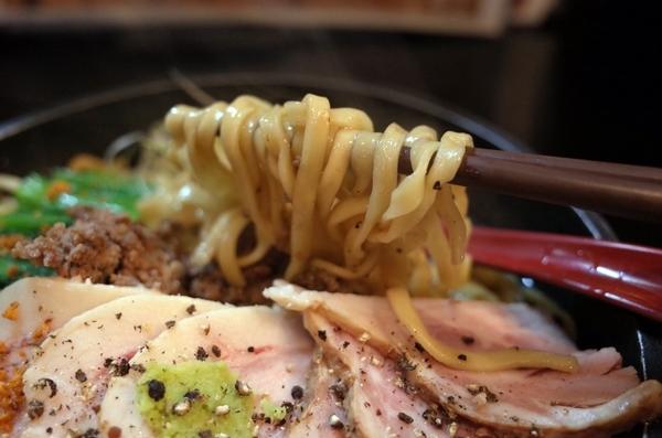 開花楼の麺リフト