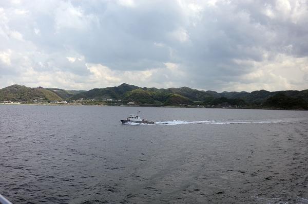 並走する海上保安船
