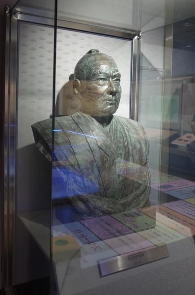 館内の戸田氏栄像
