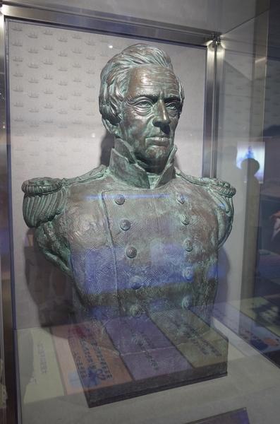 館内のペリー像