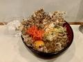まいたけ天玉そば(510円)+大盛(50円)+セルフ紅生姜&七味唐辛子