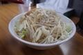 神豚しょう油(780円)にんにく、野菜、脂、普通