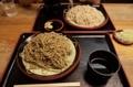 黒胡麻ダッタン蕎麦【並盛】(600円)更科蕎麦【並盛】(500円)