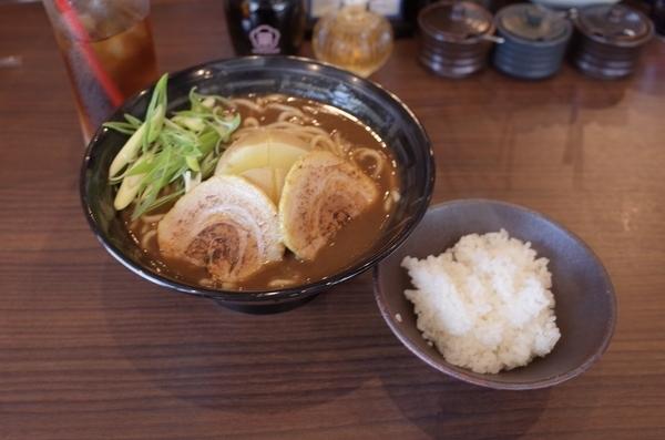 じゃがBカレーラーメン(750円)+ライス小(50円)+黒烏龍茶(0円)