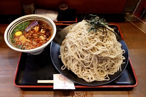 鶏ざる赤(830円)+大盛【1kg】(100円)