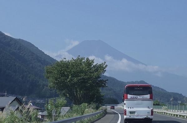富士に向かい走る