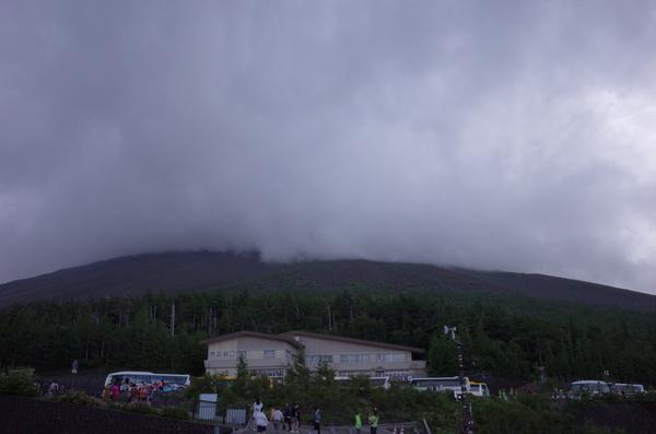山頂にかかる雲