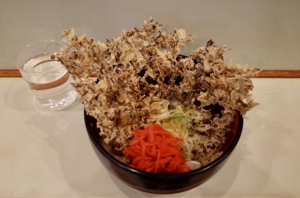 釜玉そば(350円)+単品 舞茸天(180円)+セルフ紅生姜&七味唐辛子
