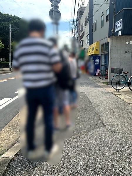 大行列のラーメン二郎京成大久保店