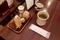 卓上の調味料とお茶と紙おしぼり