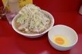 ラーメン(700円)ヤサイ+生玉子(50円)