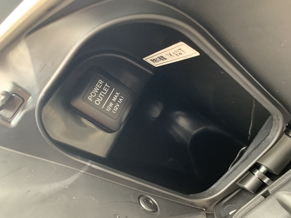 フロントインナーボックスのアクセサリーソケット