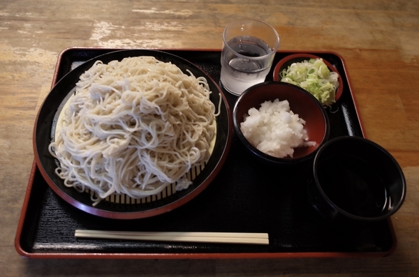 更科蕎麦【大盛550g】(650円)+大根鬼おろし(50円)+鯖出汁変更(0円)