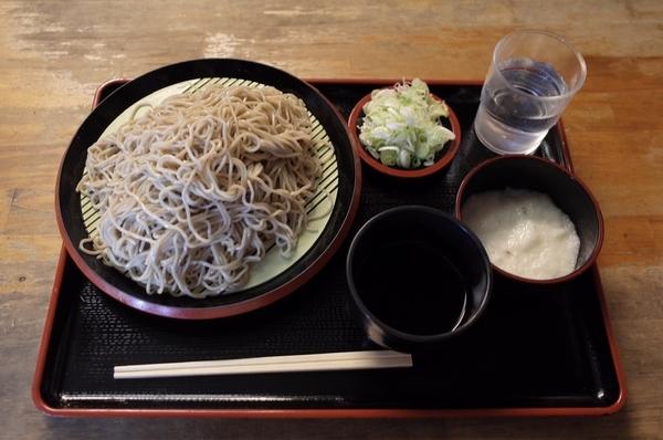 恵み蕎麦【並盛350g】(500円)+とろろ(100円)+鯖出汁変更(0円)