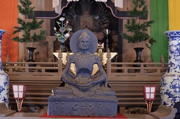 建長寺法堂の釈迦苦行像