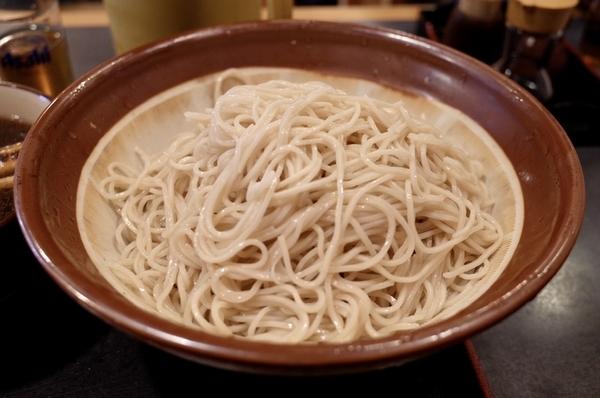 メガ盛りの蕎麦