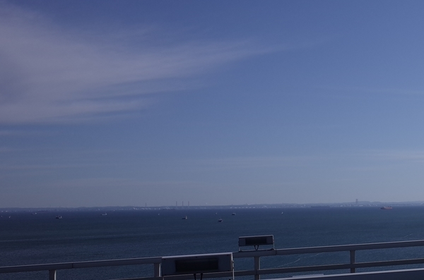 東京湾側にアクアラインが見える