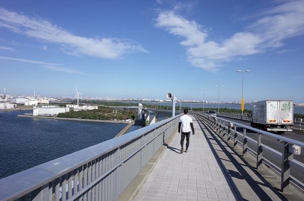 東京ゲートブリッジの歩道を引き返す