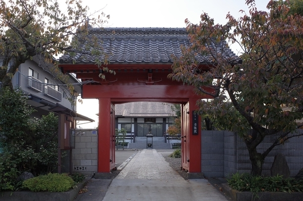 朱塗りの総門