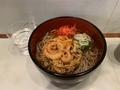 天ぷらそば(450円)+セルフ紅生姜&七味唐辛子