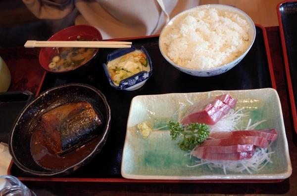 寒ブリ刺とサバ味噌定食(?円)