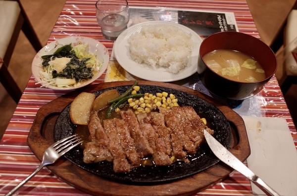 C.サーロインステーキ【サラダ・ライス】(960円+税)