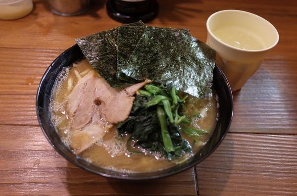 家系ラーメン(500円)+大盛(100円)