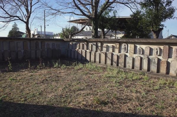 移設された墓石