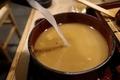 蕎麦湯を注ぐ