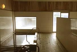 黒湯の浴室