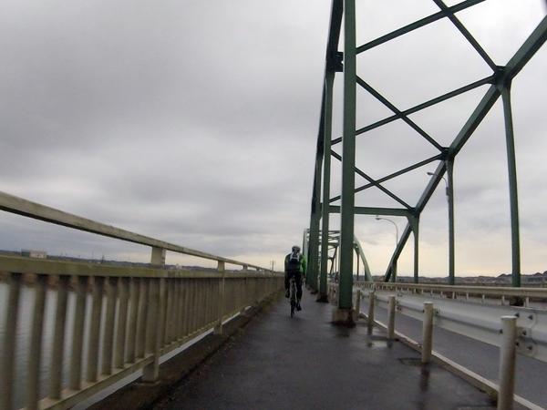 橋を渡り千葉に戻る