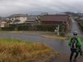 利根川の土手を降りて香取神宮表参道へ