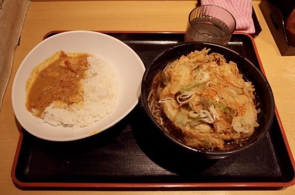 特大かき揚げ半カレーセット(660円)