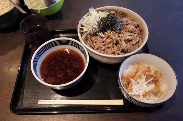 肉そば豚丼【小】(980円)+大盛り(0円)
