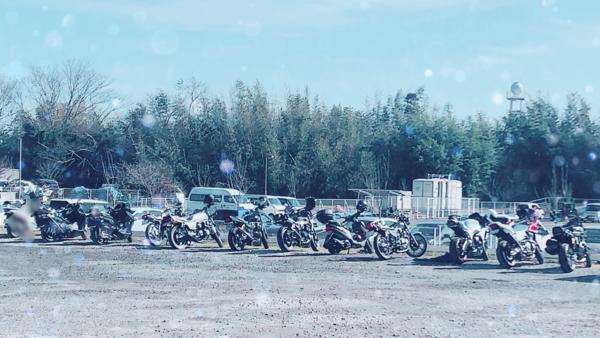 駐車場のバイク