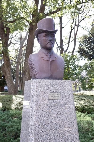 リチャード・ブラントン像