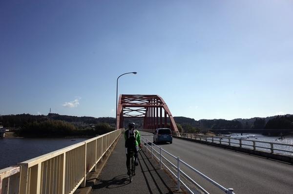 高滝湖の橋の上