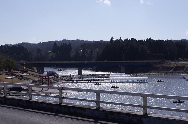 高滝湖の橋の上から見た風景