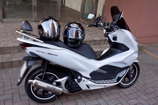 PCX150とヘルメット二つ