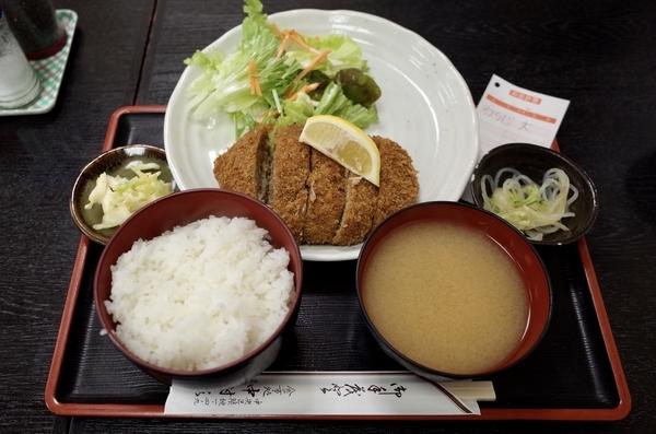 わらじメンチライス(850円)