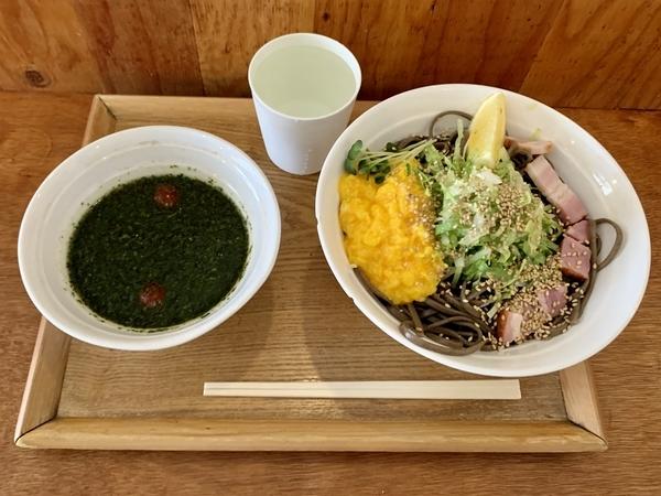 バジル冷そば(900円)+大盛(100円)