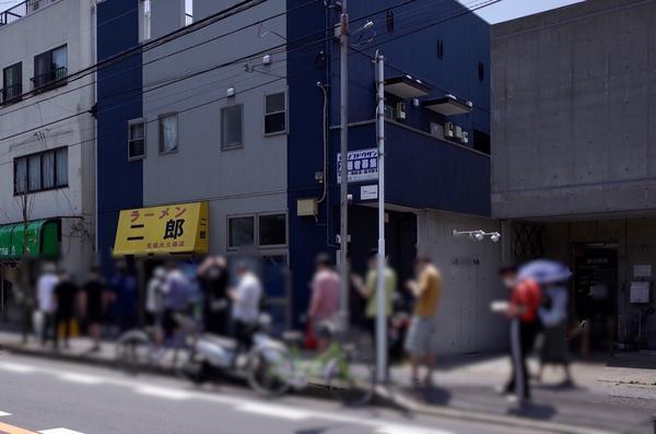 ラーメン二郎京成大久保店の行列