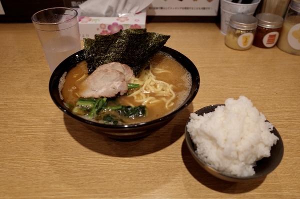 ラーメン大(800円)+ご飯大(0円)