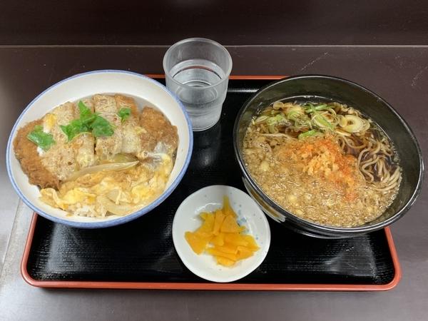 満腹カツ丼セット(690円)